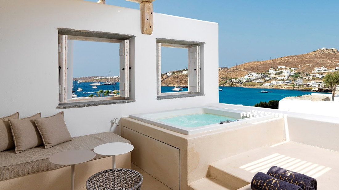 Open-air terrace with Jacuzzi