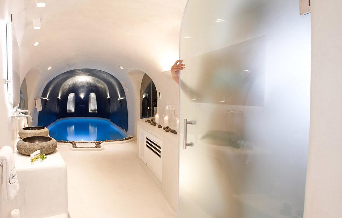 Bathroom with plunge pool