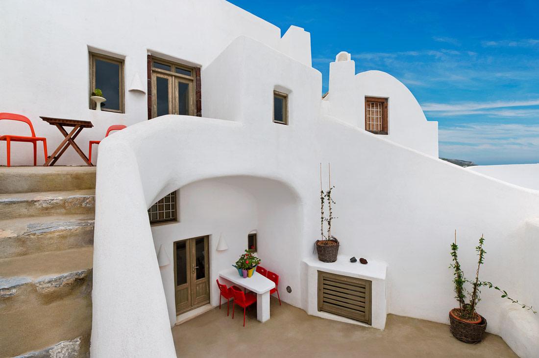 Cycladic retreat in Santorini