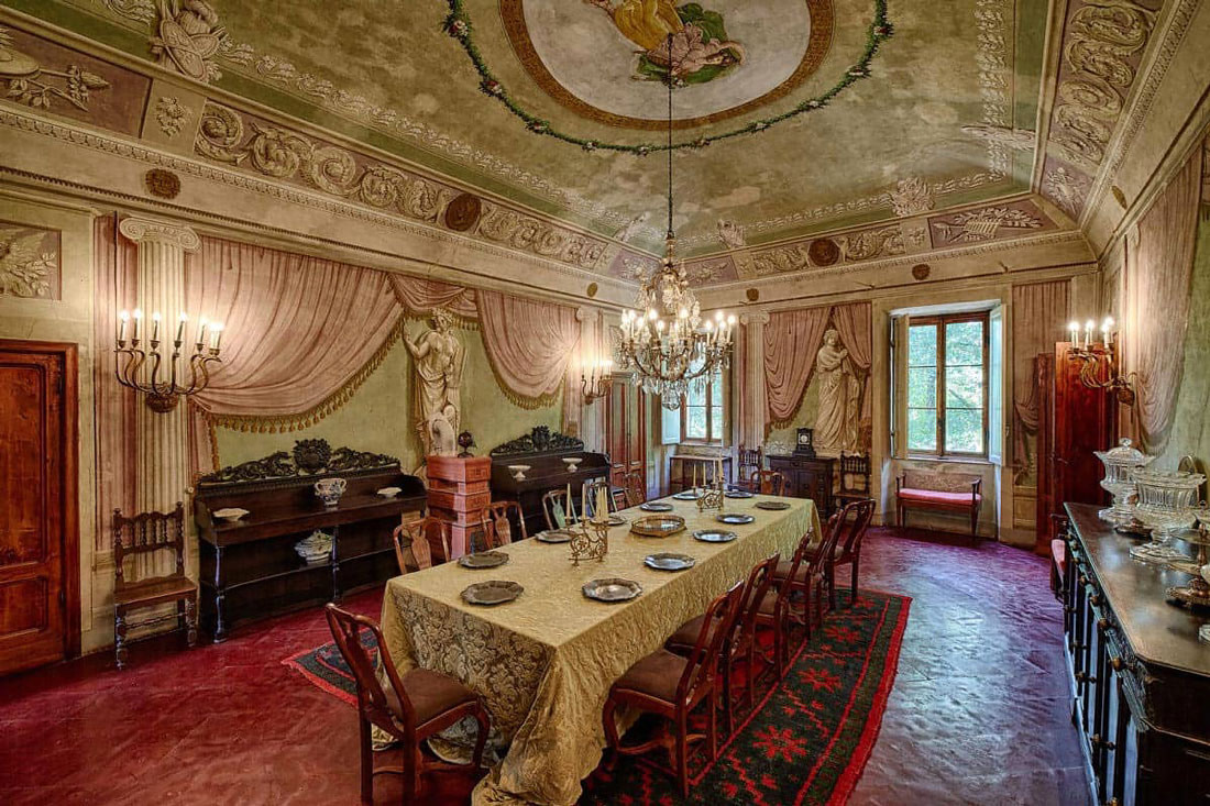 Dining room with fresco