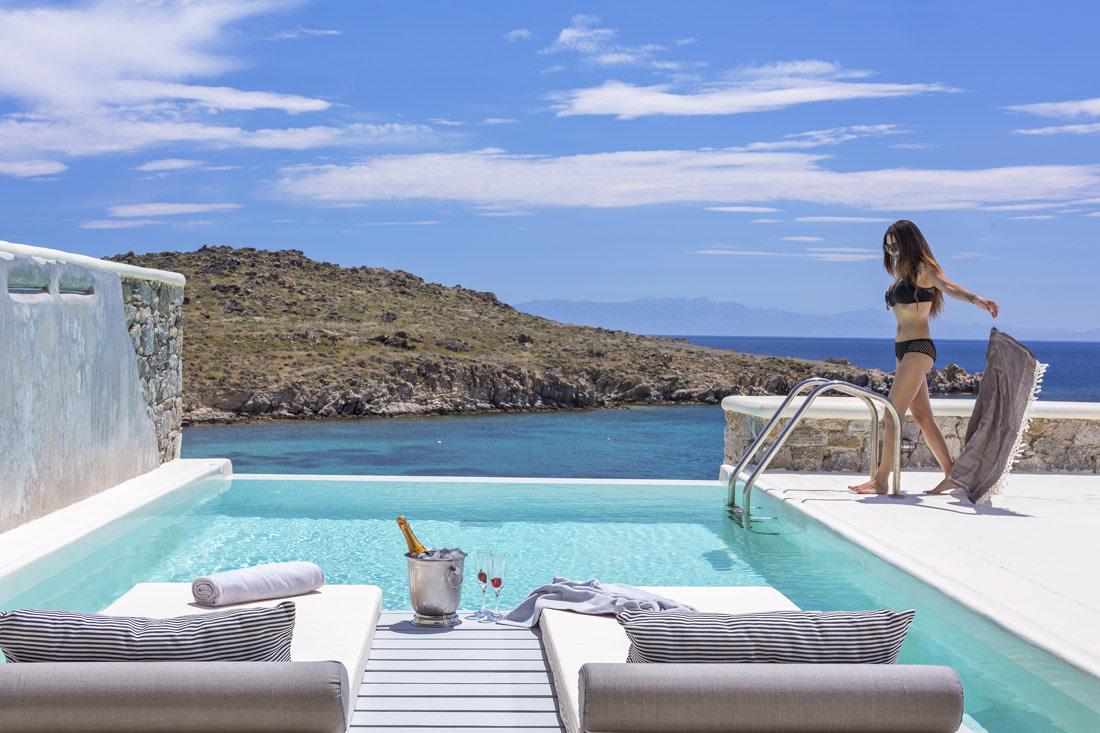 Infinity pool villa in Mykonos