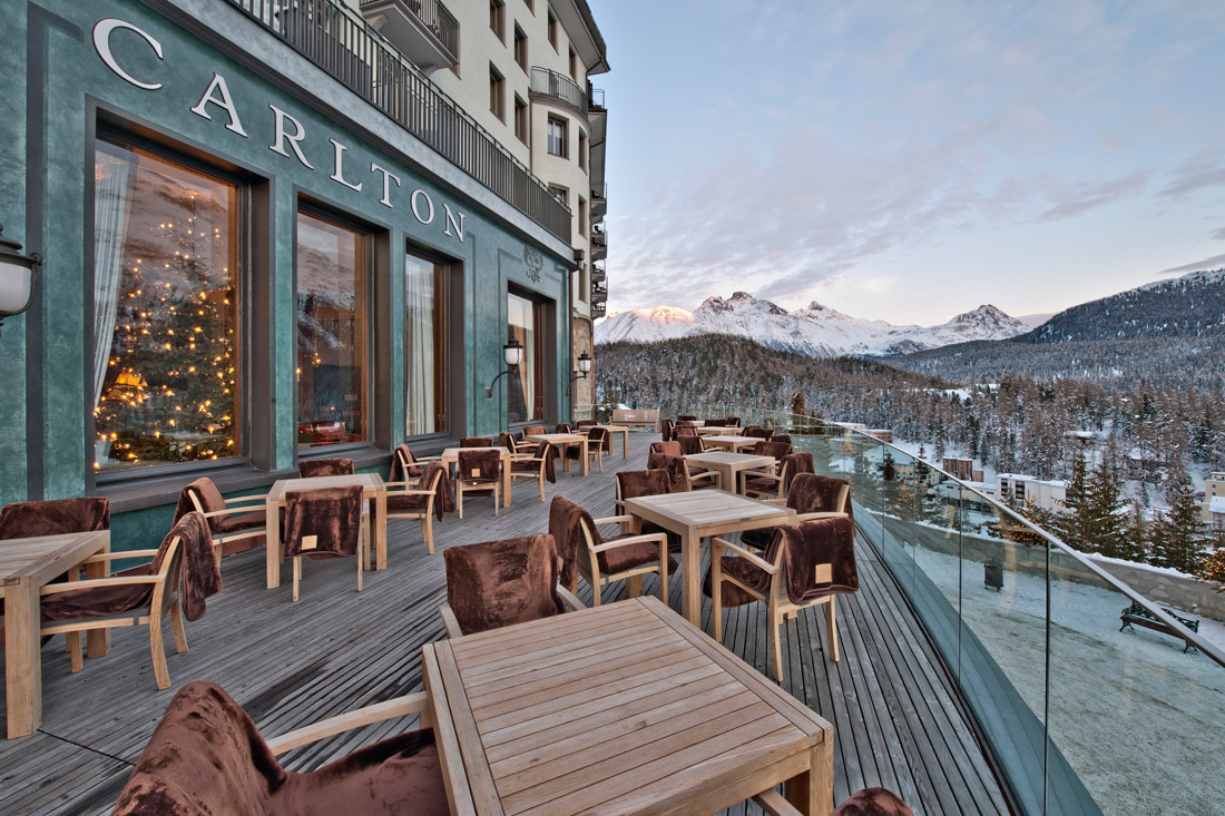 Bar with sun terrace