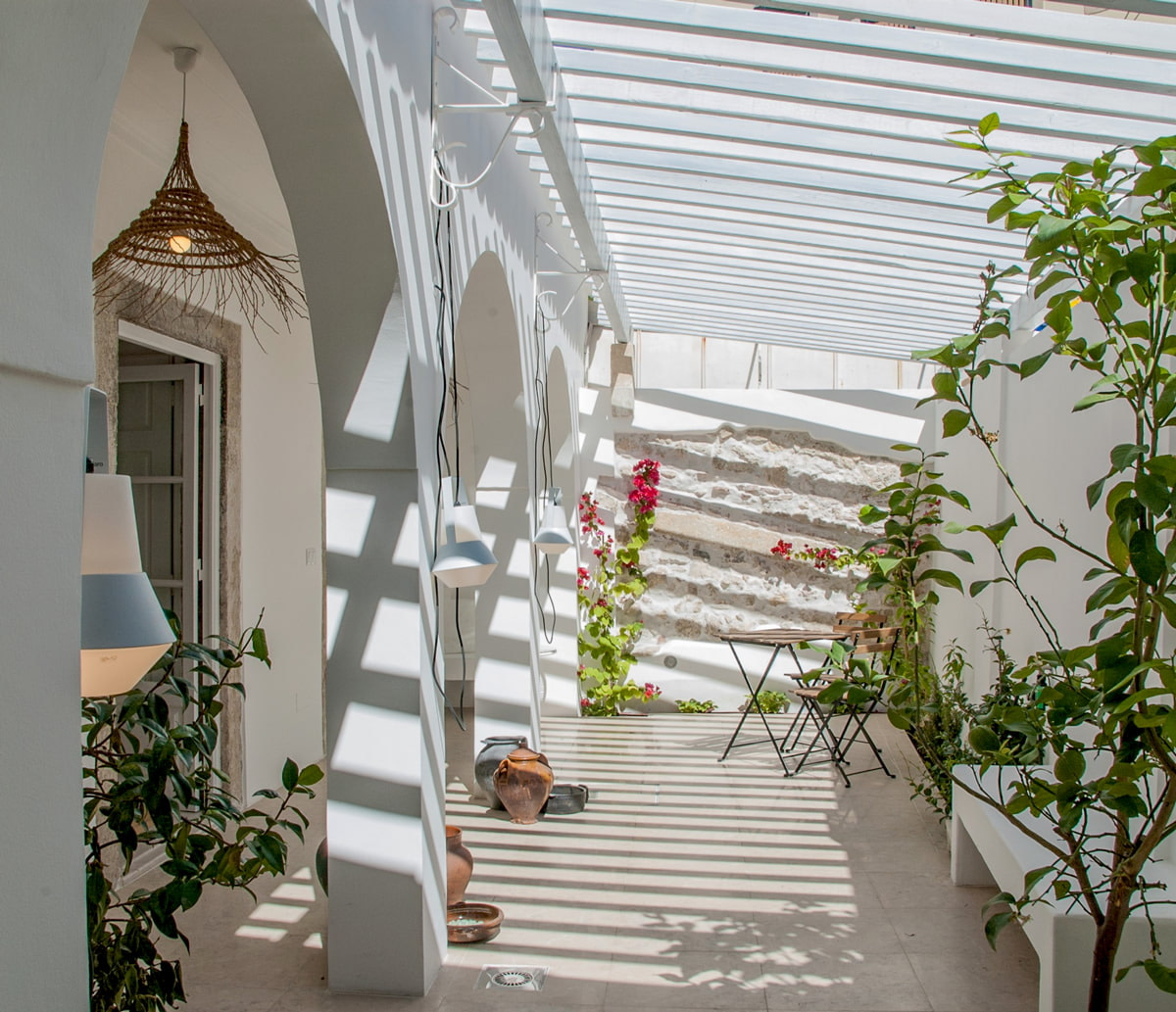 Open-air apartment rental with patio in Alfama
