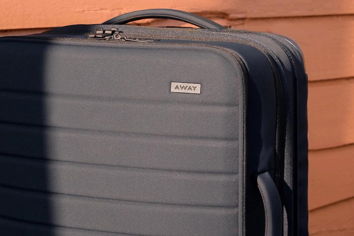 Softside expandable luggage